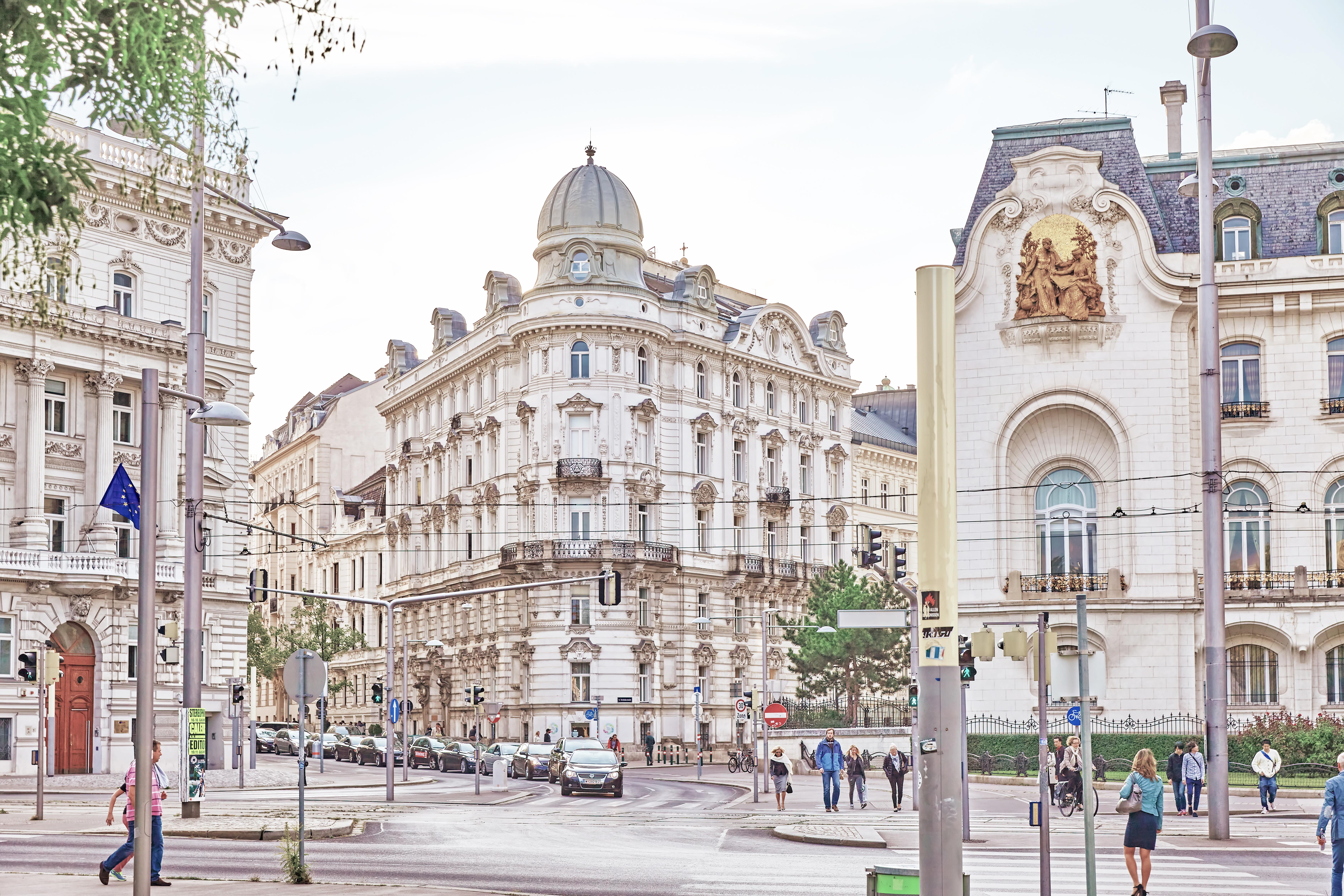 AT_Vienna_Austria_shutterstock_345406061