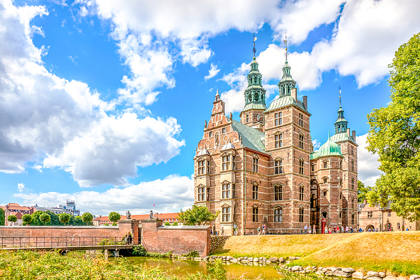 Denmark_Copenhagen_shutterstock_378831622.png