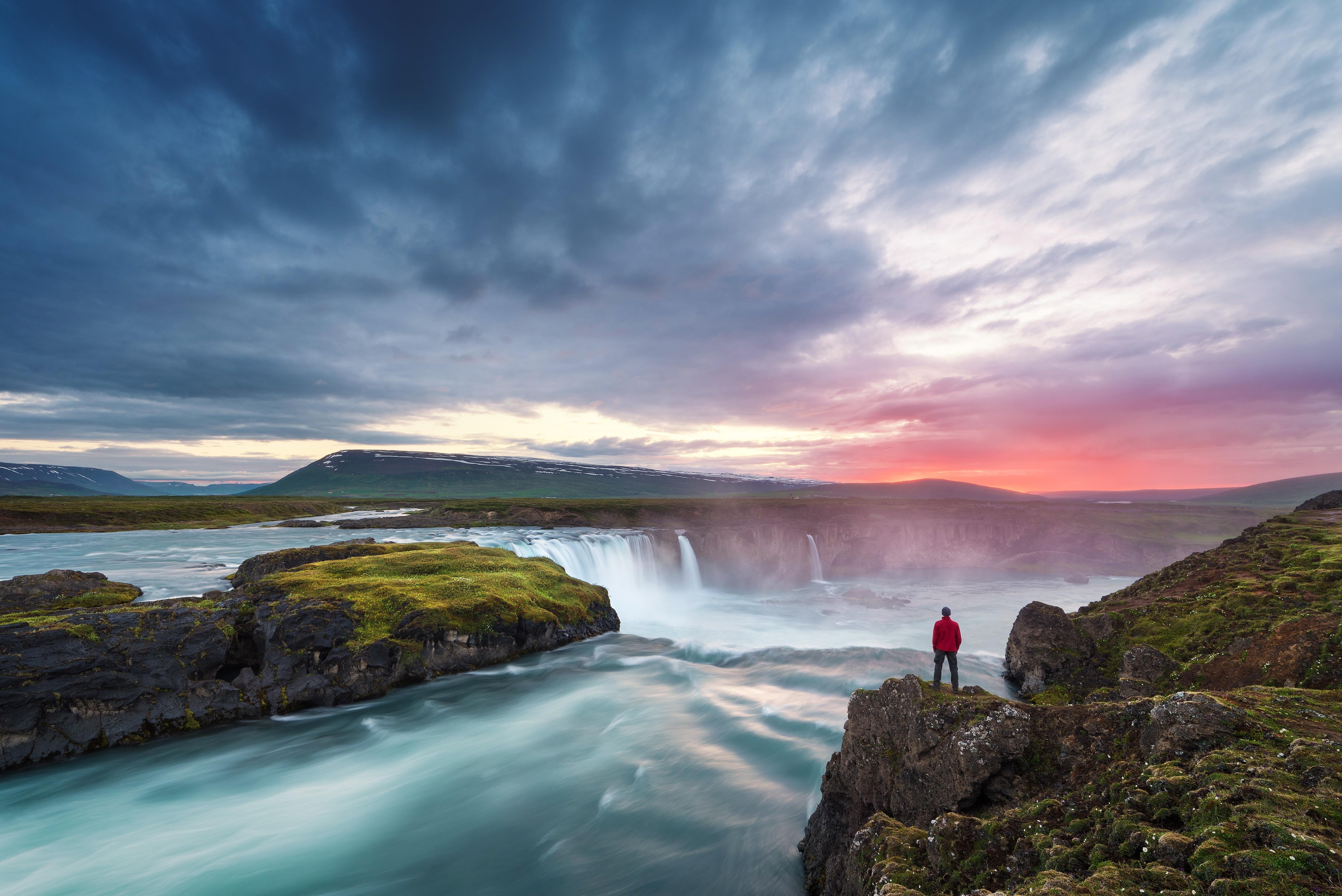 Iceland_Akureyri_Godafoss_shutterstock_567716872