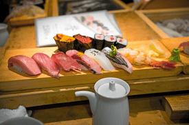 Japan_Tokyo_Sushi_shutterstock_377673229.png