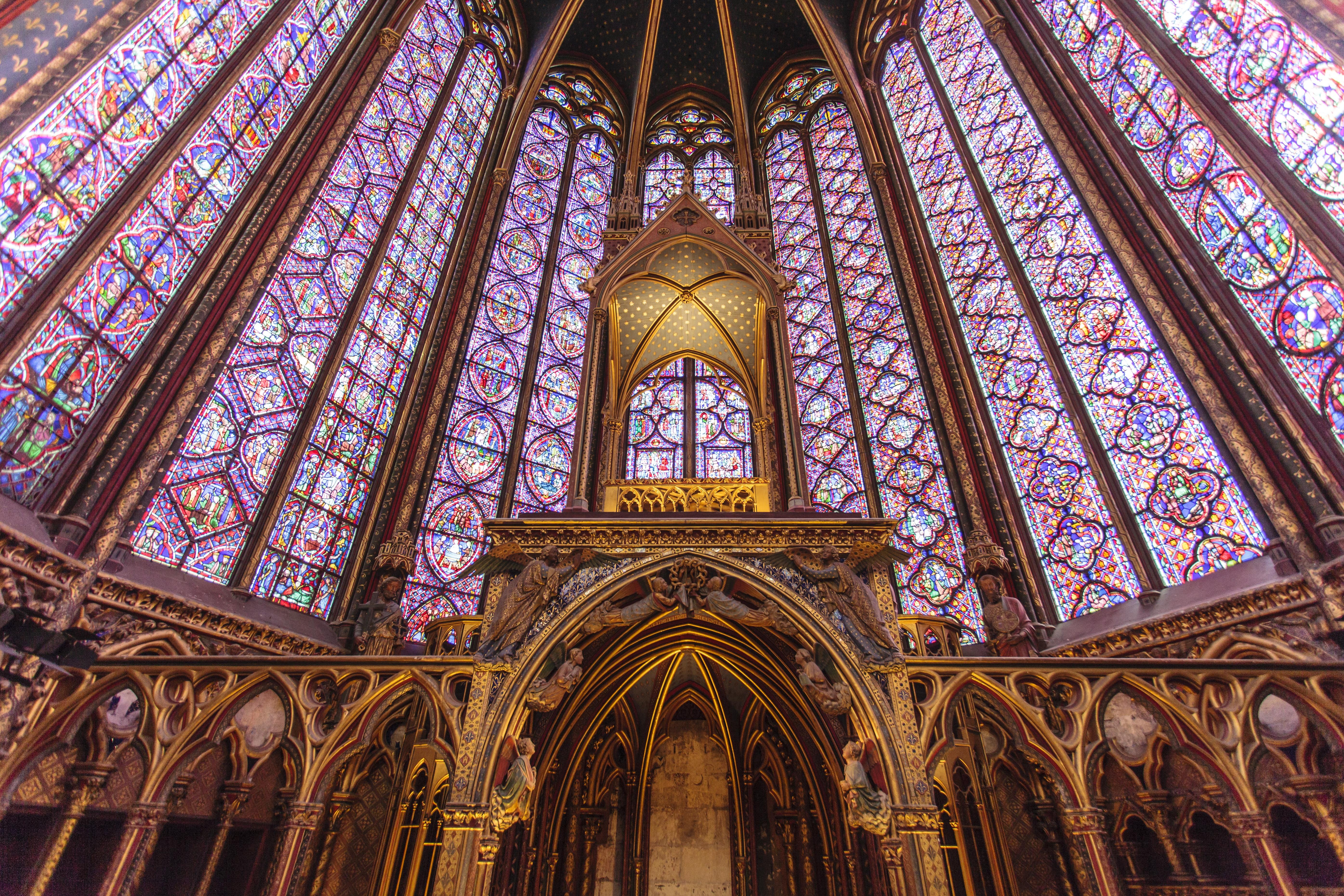 Paris_Sainte-Chapelle_shutterstock_347793785