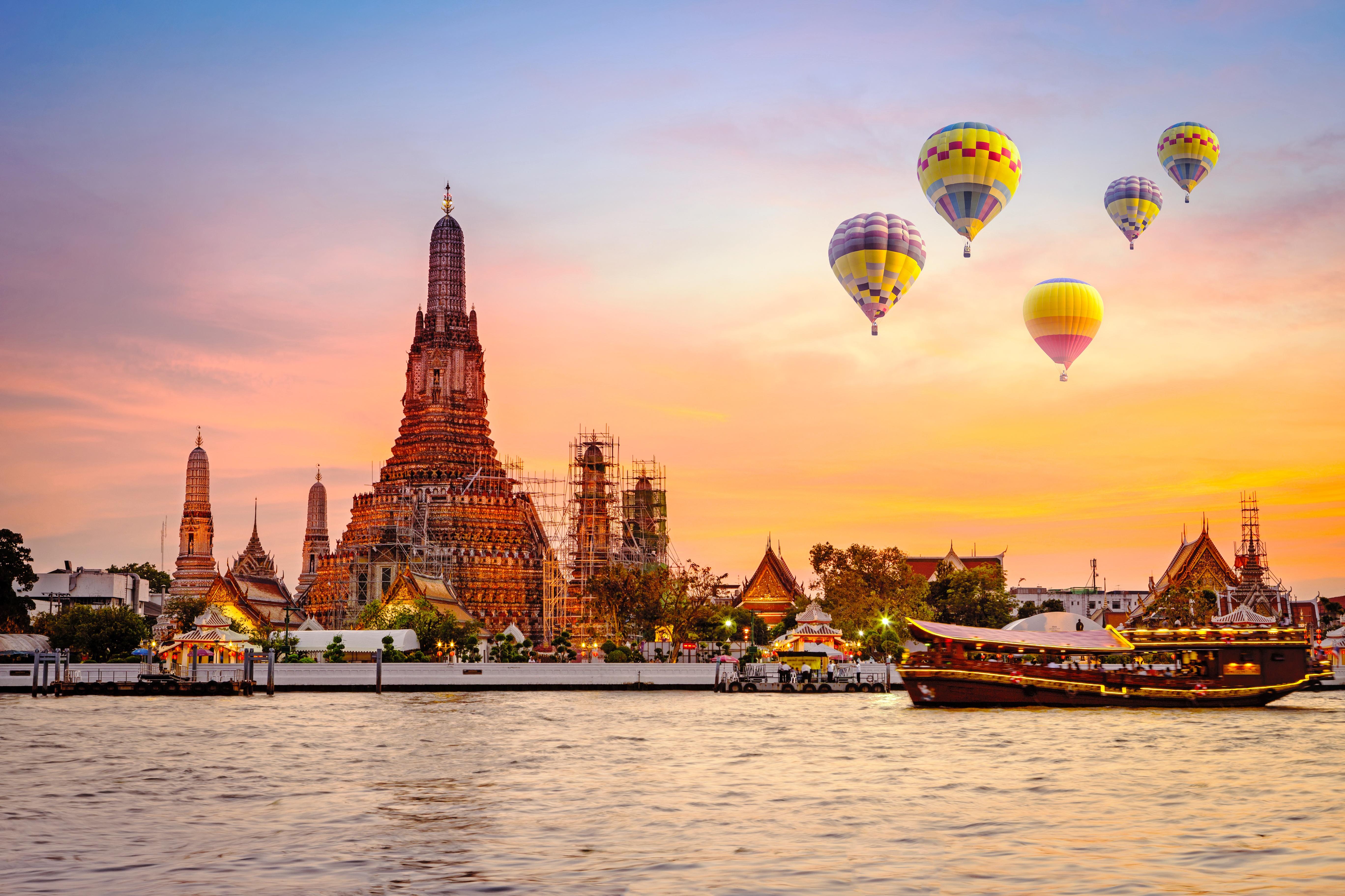 Thailand_Bangkok_Wat_arun_shutterstock_419718022