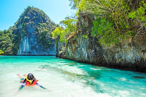 Thailand_Phuket_Krabi_Snorkeling_shutterstock_300968249.png